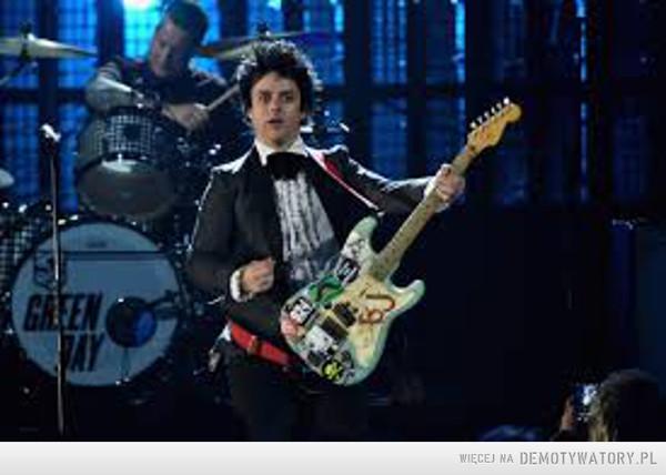 Billie Joe Armstrong (wokalista zespołu Green Day) – Rzucił szkołę dzień przed swoimi 18 urodzinami, teraz zarabia grube miliony.