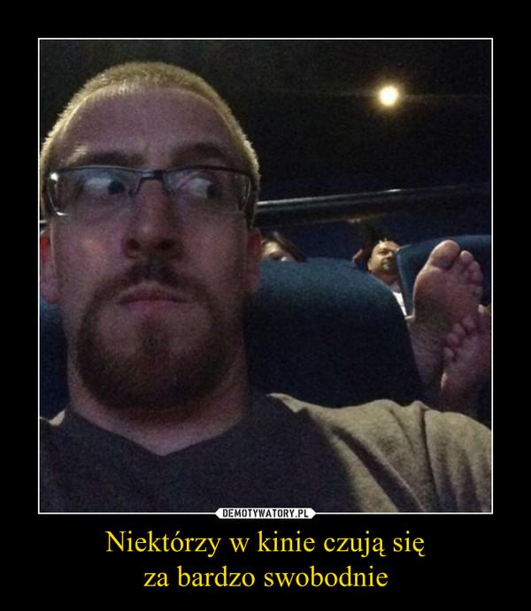 Niektórzy w kinie czują sięza bardzo swobodnie –