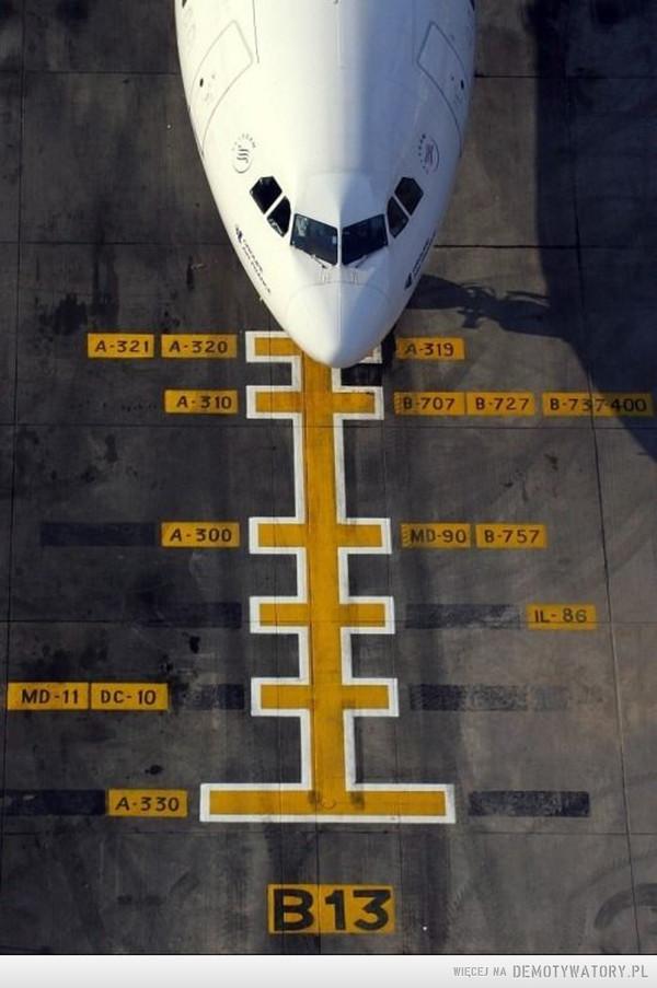 Porządek na parkingu samolotów –