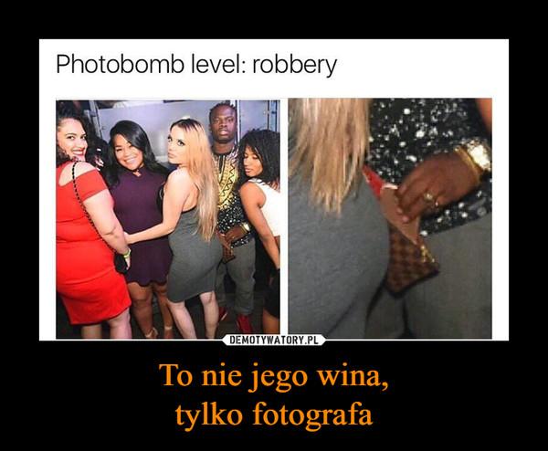 To nie jego wina,tylko fotografa –  Photobomb level: robbery