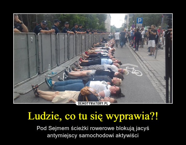 Ludzie, co tu się wyprawia?! – Pod Sejmem ścieżki rowerowe blokują jacyśantymiejscy samochodowi aktywiści