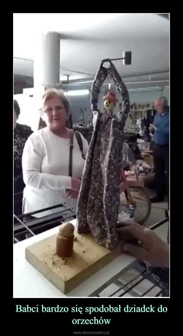 Babci bardzo się spodobał dziadek do orzechów –
