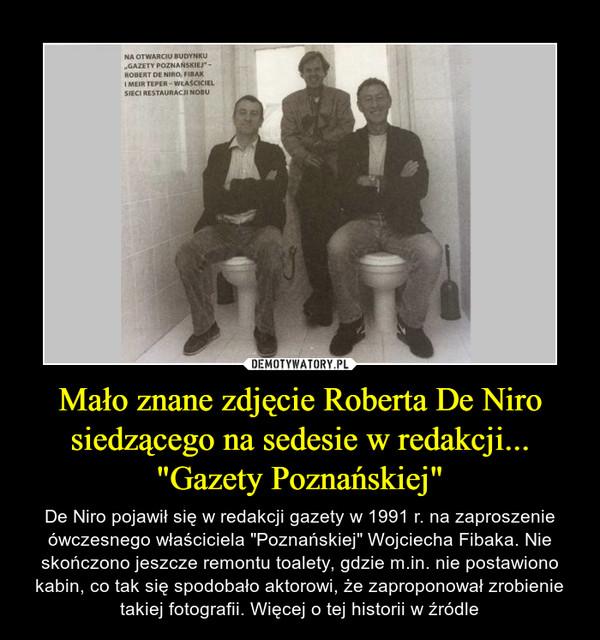 """Mało znane zdjęcie Roberta De Niro siedzącego na sedesie w redakcji... """"Gazety Poznańskiej"""" – De Niro pojawił się w redakcji gazety w 1991 r. na zaproszenie ówczesnego właściciela """"Poznańskiej"""" Wojciecha Fibaka. Nie skończono jeszcze remontu toalety, gdzie m.in. nie postawiono kabin, co tak się spodobało aktorowi, że zaproponował zrobienie takiej fotografii. Więcej o tej historii w źródle"""