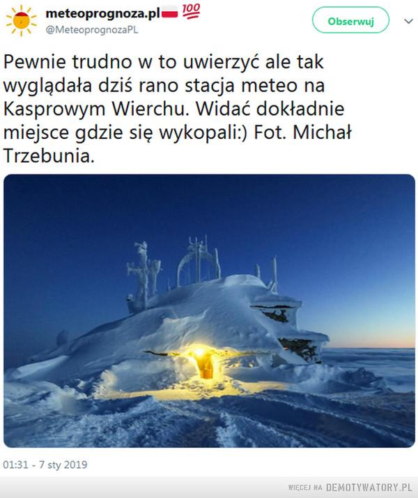 Stacja meteo sf –  Pewnie trudno w to uwierzyć ale tak wyglądała dziś rano stacja meteo na Kasprowym Wierchu. Widać dokładnie miejsce gdzie się wykopali:) Fot. Michał Trzebunia.