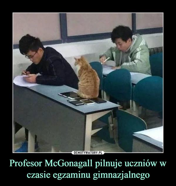 Profesor McGonagall pilnuje uczniów w czasie egzaminu gimnazjalnego –