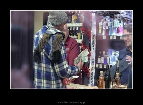 Bezdomni kupują whisky za 3000zł (UKRYTA KAMERA) –