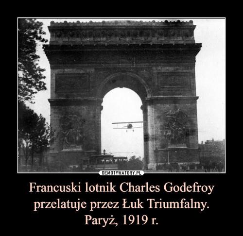 Francuski lotnik Charles Godefroy przelatuje przez Łuk Triumfalny. Paryż, 1919 r.