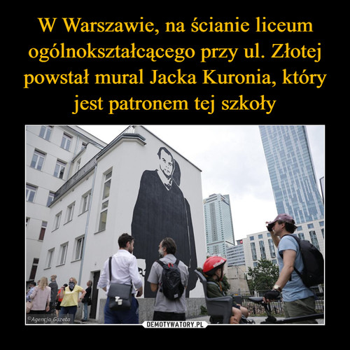 W Warszawie, na ścianie liceum ogólnokształcącego przy ul. Złotej powstał mural Jacka Kuronia, który jest patronem tej szkoły
