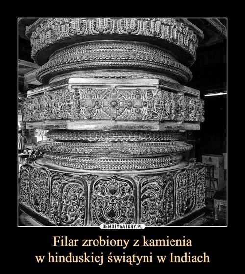 Filar zrobiony z kamienia w hinduskiej świątyni w Indiach