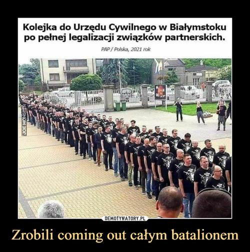 Zrobili coming out całym batalionem