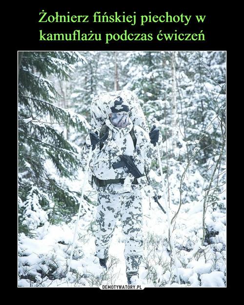 Żołnierz fińskiej piechoty w kamuflażu podczas ćwiczeń