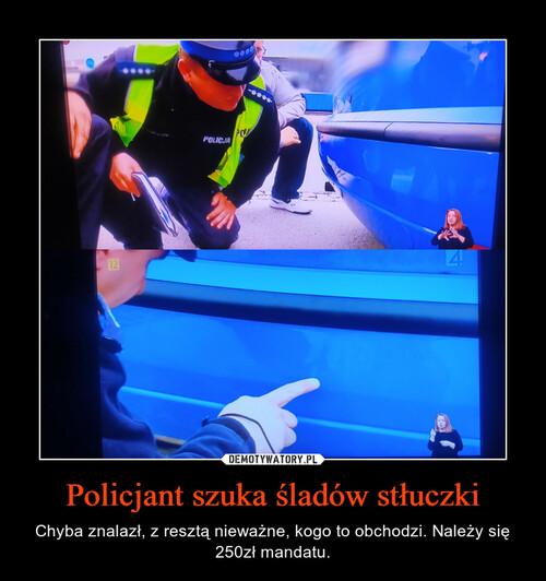 Policjant szuka śladów stłuczki